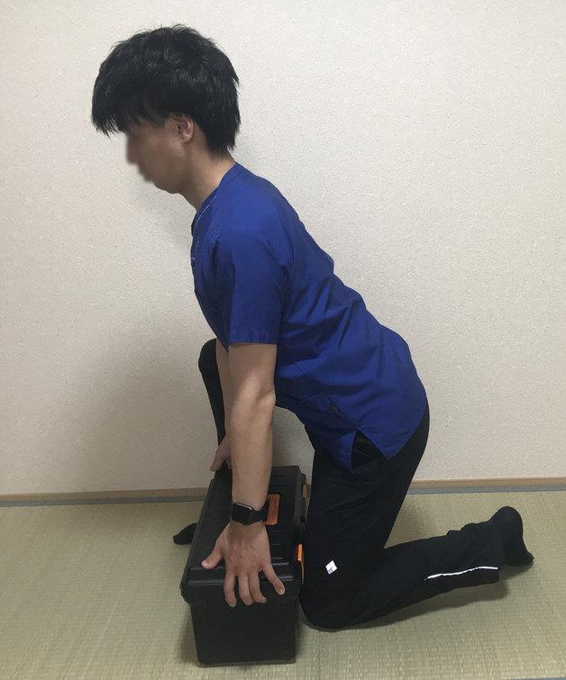 股関節から持ち上げる 片膝ついたバージョン